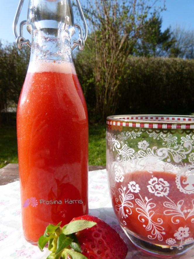 Erdbeerlimes-angerichtet